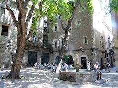 Placa Sant Felip Neri Plaza