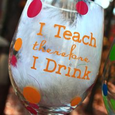 Teacher Wine Glass Personalized by SeaSideSandys on Etsy Cute Teacher Gifts, Teacher Gift Baskets, Teacher Appreciation Gifts, Wine Glass Sayings, Hand Painted Wine Glasses, Silhouette Cameo Projects, Wine Gifts, Creative Gifts, Craft Projects