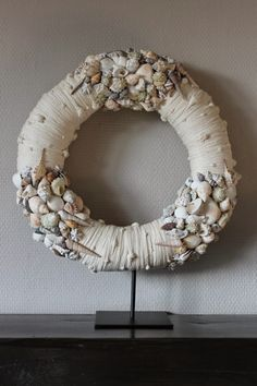 Seashell Projects, Seashell Wreath, Beach House Bedroom, Order Flowers, How To Purl Knit, Shell Crafts, How To Make Wreaths, Burlap Wreath, Sea Shells