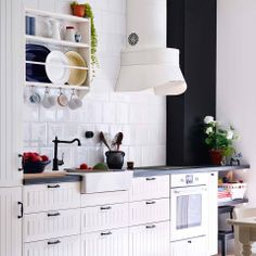 IKEA has brought back the traditional kitchen style with METOD. And, we expect IKEA will do the same for its American twin, SEKTION. Ikea Design, Updated Kitchen, New Kitchen, Kitchen Ideas, Nordic Kitchen, Kitchen Inspiration, Contemporary Kitchen Layouts, Plate Shelves, Ikea Kitchen Cabinets