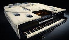 Parmi la pléthore d'objets dérivés Star Wars, ce piano a queue Faucon Millenium est tout bonnement exceptionnel