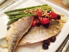 Hedwig's recepten en voedingswetenswaardigheden - Dorade met zeebaars met stoofschotel van zoete tomaatjes en olijven