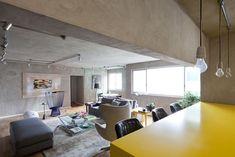 Tons de cinza e amarelo para solteiro - Casa Vogue | Apartamentos