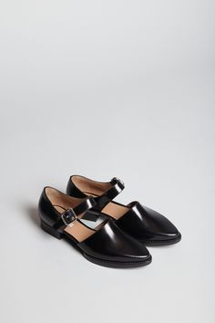 Carven Flat Leather Shoe (Black)