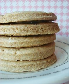 Digestive biscuits are kind of like the graham cracker's cousin from the UK. Learn how to make these tasty and slightly sweet cookies. On Craftsy!
