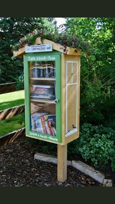 Little Free Library Plans, Little Library, Little Free Libraries, Mini Library, Library Books, Dream Library, Library Inspiration, Library Ideas, Street Library