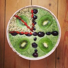 Omega green smoothie bowl, love my kale and banana! Kiwis, goji berries and hulled hemp seeds on top for a dose of omega 3 #mydailygreensmoothie #smoothiebowl #smoothie #fruit #fruitarian #foodart #fitfam #foodporn #fullyraw #rawfood #rawtill4 #rawfoodart #rawcleanlean #30bad #hcvegan #hcrv #hclf #gofruityourself #govegan #veganfoodshare #vegansofig #instahealthy