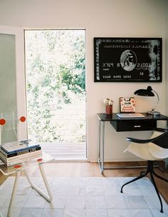 credit: Lonny Mag [http://www.lonnymag.com/decorate/work_spaces]