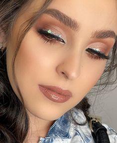 Makeup Inspo, Makeup Inspiration, Beauty Makeup, Hair Makeup, Party Makeup Looks, Chest Tattoos For Women, Hair Due, Night Makeup, Fantasy Makeup