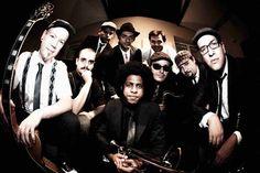 """No dia 31, a Orquestra Brasileira de Música Jamaicana se apresenta no Teatro do Sesc Santo André, com o melhor do Ska, Rocksteady e do Early Reggae. O público poderá conferir versões de grandes clássicos da música brasileira, como """"Águas de março"""", """"Garota de Ipanema"""" e """"Carinhoso"""", em ritmos jamaicanos criados nas décadas de 50...<br /><a class=""""more-link"""" href=""""https://catracalivre.com.br/geral/agenda/barato/obmj-fecha-o-mes-com-chave-de-ouro-em-santo-andre/"""">Continue lendo »</a>"""