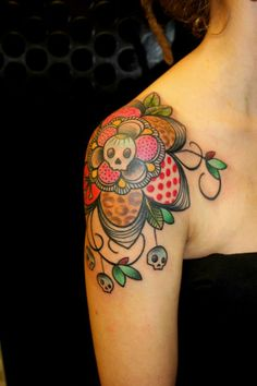Ramona Masson, Ink Lady Tattoo, Liege Belgium, girly shoulder with flower and skulls