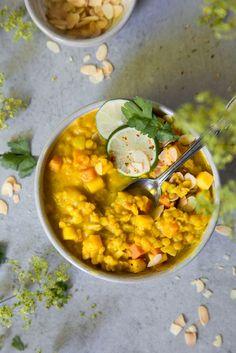 Mango-Linsensuppe mit Curry und Süßkartoffeln (vegan)