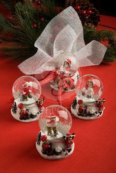 Μπομπονιέρα βάπτισης Χριστουγεννιάτικη χιονόμπαλα, μπομπονιέρες βάπτισης, #christmasfavors #snowglobes #christmas #christenings