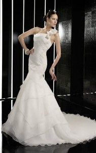37 Beautiful bridal #Venetti for your wedding! #wedding #Fashion    Bridal Venetti with branches in #Athens, #Thessaloniki, #Patras, Larissa, one of the first choices for any woman who wants her #dress to be special! See in ediva.gr the best suggestions!