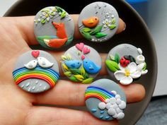 Pajaritos y arcoiris collage de prendedores porcelana fría / Birds and rainbows brooch clay