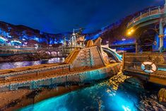 This guide to Tokyo DisneySea attractions contains short reviews and numerical scores for every ride and show in the park, plus FastPass recommendations. I