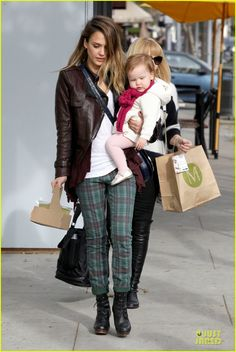 Jessica Alba & Haven: Last Minute Holiday Shopping with Mother Catherine! | jessica alba & haven last minute holiday shopping with mother catherine 16 - Photo Gallery | Just Jared