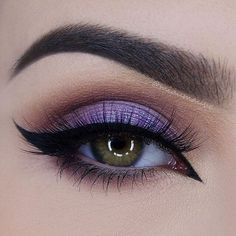 This look is perfect in every way. Instagrammer, @miaumauve used tarte cosmetics tarteist clay paint liner to create this killer cat eye.