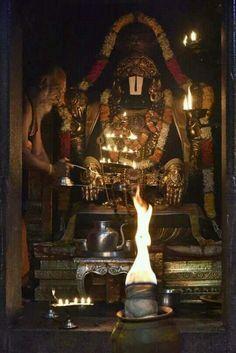 Radha Krishna Pictures, Krishna Photos, Radha Krishna Wallpaper, Krishna Art, Lord Rama Images, Hindu Mantras, Vedic Mantras, Lord Balaji, Lord Vishnu Wallpapers