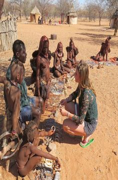 The himba village where the giraffe is living is located in Kamanjab, Namibia. This giraffe is tame and living with the traditional himba's. Backpacking, Giraffe, Meet, World, Travel, Backpacker, Felt Giraffe, Viajes, Giraffes
