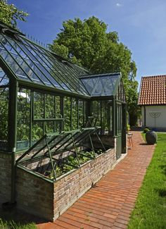 greenhouse with cold frame - Alles über den Garten Greenhouse Frame, Backyard Greenhouse, Greenhouse Wedding, Greenhouse Plans, Greenhouse Attached To House, Greenhouse Supplies, Cold Frame, Glass House, Hydroponics