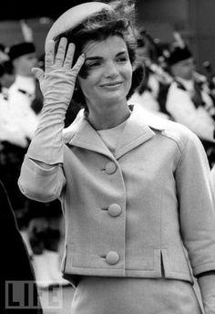 Жакет: длина, ширина, большие пуговицы  Jackie Kennedy. So beautiful.