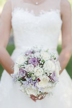 Traditional bouquet of roses decorated with baby's breath: http://www.stylemepretty.com/little-black-book-blog/2014/10/31/rustic-romantic-bella-vista-lodge-wedding/ | Photography: Maree Wilkinson - http://mareewilkinson.com/