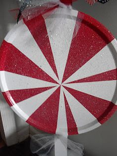 love this cute peppermint made out of a pizza pan!