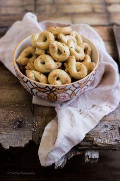 Taralli di farro all'anice --- 250 g white spelled flour 75 g white wine 75 g oil from Puglia 1 tablespoon anise seeds (or fennel) 5 g salt - TRANSLATED: https://translate.google.com/translate?sl=auto&tl=en&js=y&prev=_t&hl=en&ie=UTF-8&u=http%3A%2F%2Fwww.mielericotta.com%2F2015%2F08%2Ftaralli-di-farro-allanice.html&edit-text=