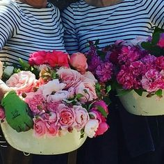 Just had to share this gorgeous image from @thelandgardeners  dreaming of summer blooms #Repost @thelandgardeners with @repostapp  The land gardeners gathering bowls of fragrant roses from cutting garden #roses #wardingtonmanor