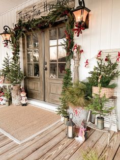 Get inspired to create a vintage inspired Christmas at your home this year. Learn tips and see how to decorate using antiques, thrift store and flea market finds to style your home in a unique holiday way.