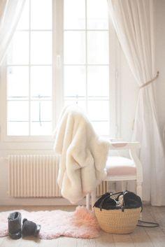 Making Magique parisian apartment Glam Bedroom, Girls Bedroom, Parisian Chic Decor, Romantic Room, Bedroom Lighting, Light Bedroom, Parisian Apartment, Interior And Exterior, Interior Design