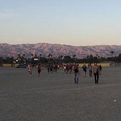 Le désert au coucher du soleil les gens qui marchent en dansant c'était le jour 1 de Coachella hier et c'était magique...#coachella #kiehlsrocks  via ELLE QUEBEC MAGAZINE OFFICIAL INSTAGRAM - Fashion Campaigns  Haute Couture  Advertising  Editorial Photography  Magazine Cover Designs  Supermodels  Runway Models