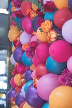 Floral Balloon Backdrop DIY by thesarahjohnson.com
