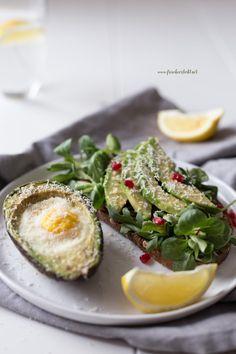 Frisch Verliebt Rezept: Avocado Stulle und gebackene Avocado mit Ei