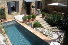 Traditional stone house with pool owned by the owner of one of the Paris apartment rental companies. L'Avinia is a beautiful traditional stone house, ideal for a family or group of up to 8 people, located in the charming village of La Bruguière, 8 minutes by car from Uzès, the town of art and history that is the main draw of the beautiful provençal Gard region.