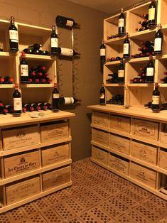 Casiers pour bouteilles, casier vin, cave à vin, rangement du vin, aménagement cave, casier bois, meuble en bois. Installation dans une cave particulière en Suisse de Combi pour le stockage de caisses de vin sur lesquels ont été installés des Stapel agrémentés de porte-bouteilles. Home Wine Cellars, Wine Collection, Diy Bar, Private Room, Under Stairs, Wine Storage, Woodworking Crafts, Wine Rack, Crates