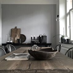 "Leker i nya köket med ""nya"" bordet. Gray Interior, Kitchen Interior, Interior Design, Home Design, Dinner Room, Love Home, Deco Design, Rustic Interiors, Interior Inspiration"