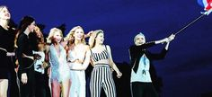 Karlie Kloss Takes Fans BTS of Taylor Swift's 1989 World Tour