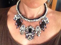 Meravigliosa collana in passamaneria e strass! Stupenda!