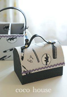 「ピアノ型のボックス、ローラアシュレイジュイ柄で」の画像|ふんわりかわいいカルトナージュ |Ameba (アメーバ)