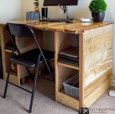 Pallet Board Desk with Total Boat Pallet Desk, Pallet Boards, Diy Pallet Furniture, Wood Pallets, Scrap Wood Projects, Diy Pallet Projects, Cool Diy Projects, Reclaimed Wood Desk, Teen Bedrooms