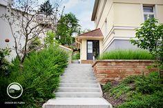 Záhrada s bujnou zeleňou vo svahu Sidewalk, Stairs, Stairway, Side Walkway, Walkway, Staircases, Ladders, Walkways, Pavement