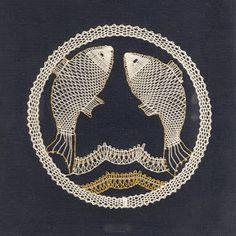 znamení - heli - Álbumes web de Picasa Pisces Fish, Bobbin Lacemaking, Bobbin Lace Patterns, Lace Heart, Victorian Lace, Lace Jewelry, Lace Making, Lace Collar, String Art