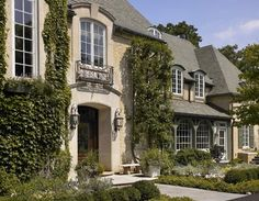 Traditional Exterior Photos French Country Design, Pictures, Remodel, Decor and Ideas - page 17 French Country Exterior, French Country House, French Cottage, Cottage Style, Style At Home, Stucco Homes, Traditional Exterior, Traditional Design, Balcony Design