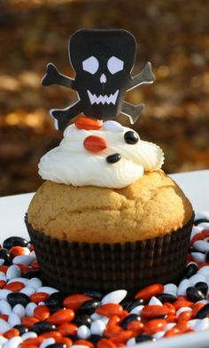 These pumpkin cupcakes are perfect for Halloween or Thanksgiving celebrations. They are spiced pumpkin cake topped with cream cheese frosting or whipped cream frosting. Whipped Cream Frosting, Cream Cheese Frosting, Cupcake Photos, Thanksgiving Celebration, Pumpkin Cupcakes, Halloween Cupcakes, Cake Toppings, Pumpkin Recipes, Pumpkin Spice