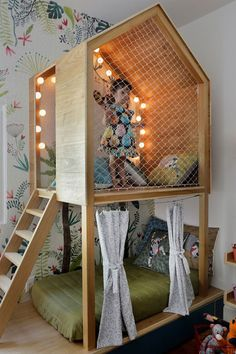 Pin of NaTocacombr By Oba! Architecture (photo Leo Costa) The post Bedroom-toy library with suspended walk and forest climate, by Oba! Architecture appeared first on Woman Casual - Kids and parenting Bedroom Toys, Girls Bedroom, Bedroom Decor, Casual Bedroom, Library Bedroom, Garden Bedroom, Childs Bedroom, Woman Bedroom, Bedroom Ideas