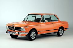The BMW 2002 tii is a sporty small coupe and a sought after classic car that seems to never go out of style. Porsche 911 993, Porsche Autos, Bmw Autos, Mercedes Auto, Datsun 240z, Bmw 2002 Tii, Buick, Volkswagen, Automobile