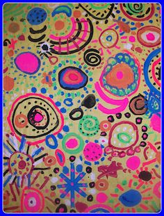Making art together: collaborative circle painting- beautiful vibrant artwork that children of all ages can do. A creative way to help children develop co operation and encouragement.