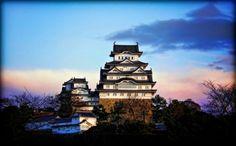 A beautiful photo of Himeji castle at sunrise on New Years Day. Himeji castle is by far the most beautiful castle in Japan. Miyazaki, Château De Himeji, Versailles, Kyoto, Himeji Castle, Destinations, Japanese Castle, Le Cap, Most Beautiful Wallpaper